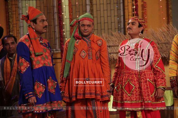 Dilip Joshi, Sailesh Lodha, Mandar celebrating Janamastmi in Taarak Mehta Ka Ooltah Chashmah
