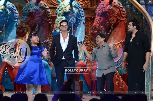 Akshay Kumar and Johnny Lever on Comedy Circus Ke Mahabali