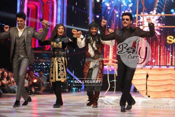 Drashti, Manish, Salman dancing with Anil Kapoor in jhalak