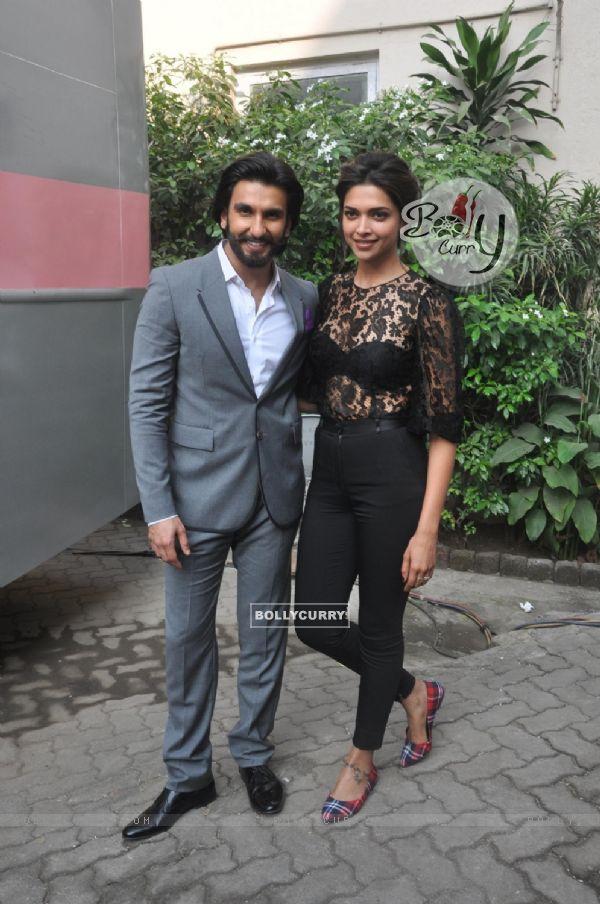Deepika Padukone and Ranveer Singh at Mehboob Studio for Ram Leela Movie Promotions (302975)