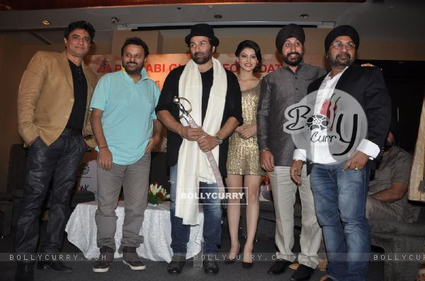 The cast of Singh Saab The Great at the event (304191)
