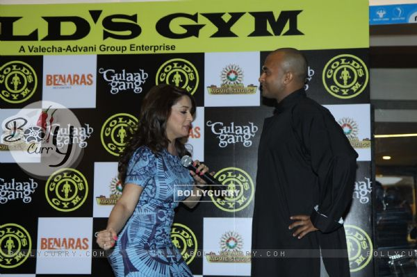 Madhuri Dixit shows some self defence techniques at the promotions of 'Gulaab Gang'