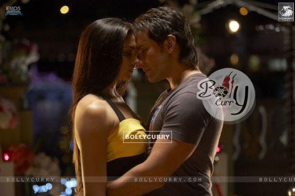 Romantic scene of Saif and Deepika
