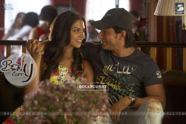 Lovable scene of Saif and Deepika