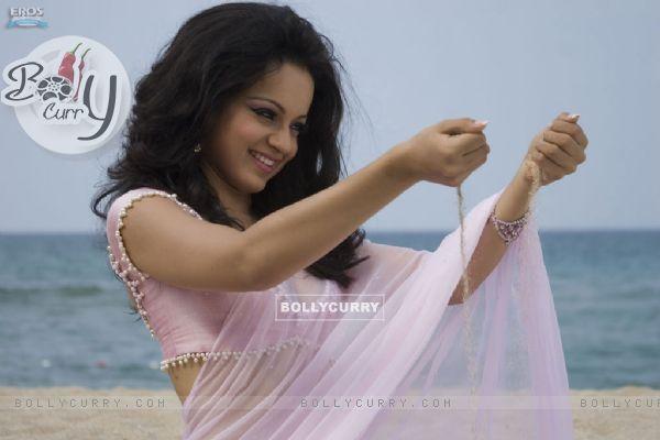Kangna Ranaut looking marvellous in sari