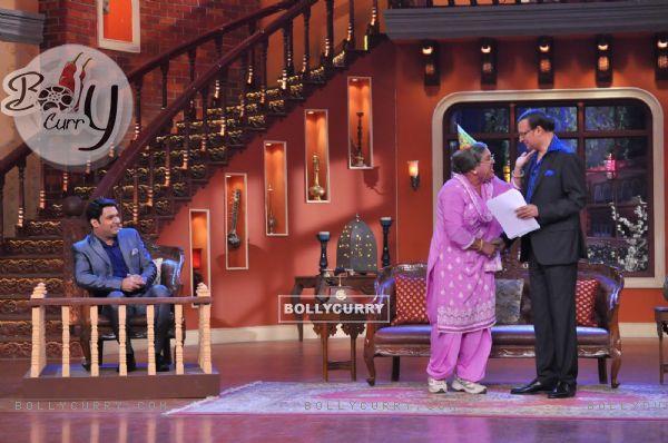 Dadi jokes around with Rajat Sharma on Comedy Nights With Kapil