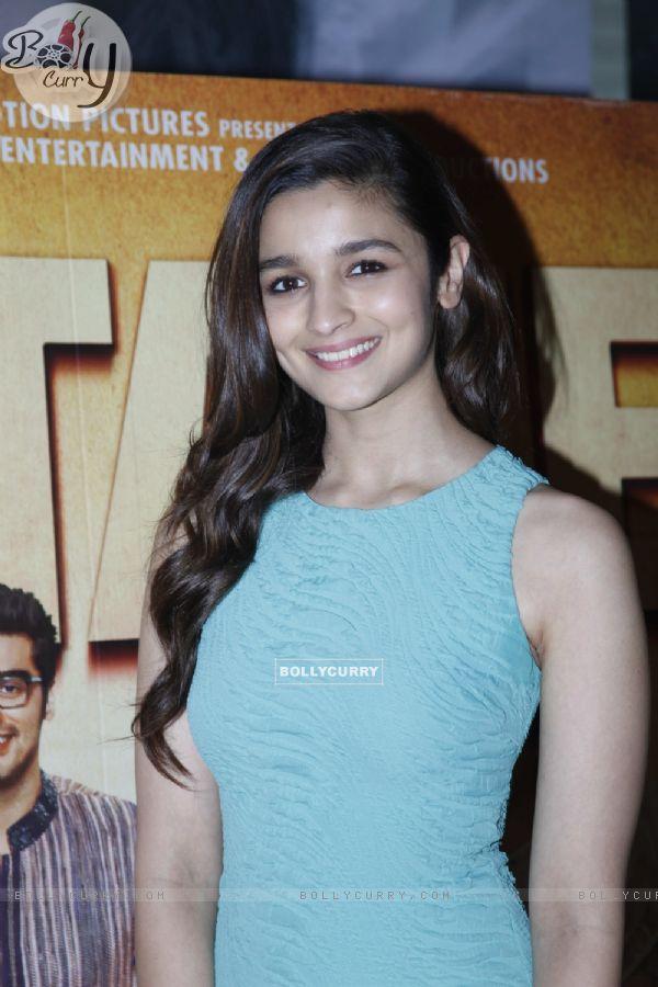 Alia Bhatt promotes 2 States at a movie theatre (317612)