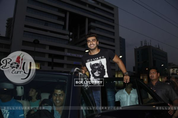 Arjun Kapoor promotes 2 States at a movie theatre