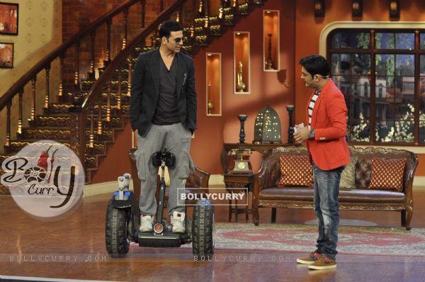 Akshay Kumar Promotes Holiday on Comedy Nights With Kapil