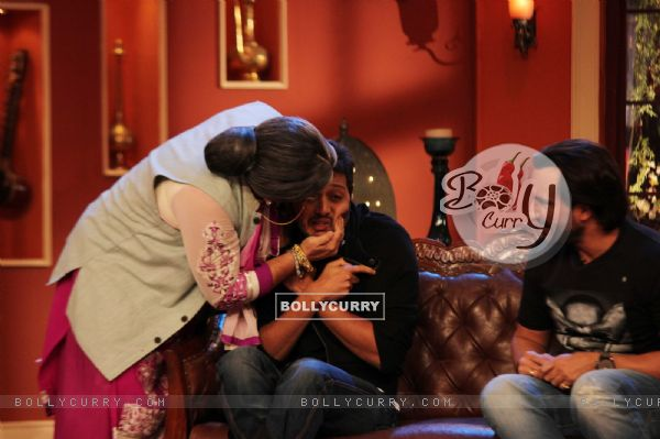 Dadi gives a shagun ki pappi to Riteish on Comedy Nights with Kapil