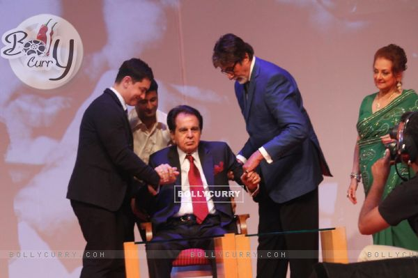 Amitabh Bachchan and Aamir Khan help Dilip Kumar at the launch