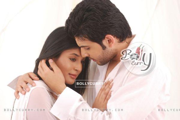Romantic scene of Arjun and Arohi in Kitani Mohabbat Hai
