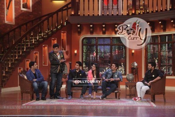 The cast of Ek Villain enjoy a gig on Comedy Nights With Kapil