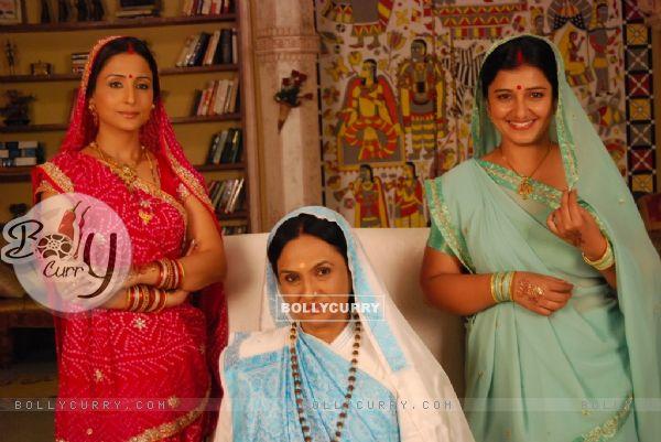 Lata Sabharwal, Vinita Malik and Neelima Tadepalli in Yeh Rishta Kya Kehlata Hai