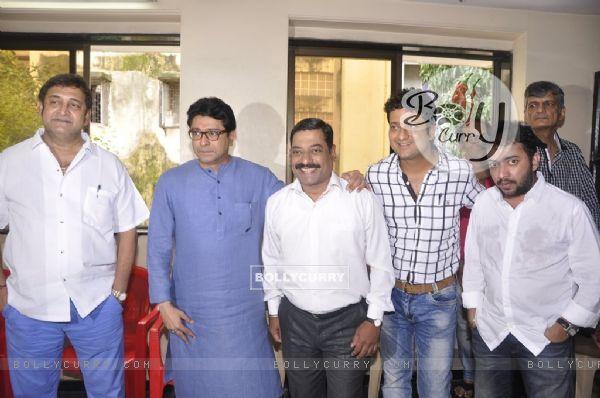 Mahesh Manjrekar, Raj Thackeray and Sanjay Narvekar were at Celebration of 100 Shows of Gholat Ghgol