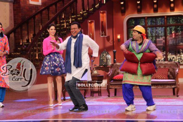 Mithun Chakraborty shakes a leg with Palak on Comedy Nights with Kapil