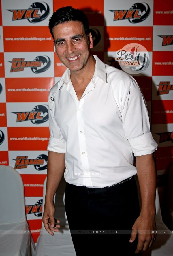 Akshay Kumar poses for the media at the Launch of World kabaddi League in London (331582)
