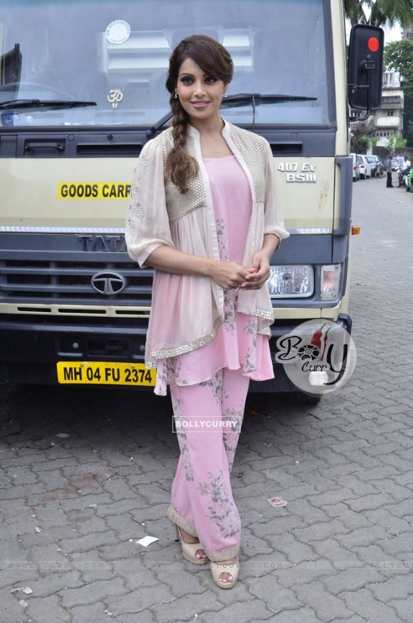 Bipasha Basu at the Promotions of Creature 3D at Mithibai College