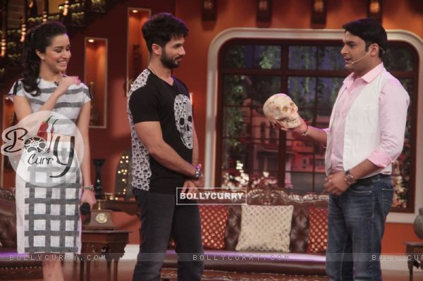 Kapil plays a prank on Shahid and Shraddha at the Promotions of Haider