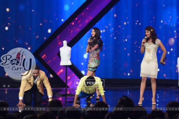 Honey Singh does push-ups on India's Raw Star