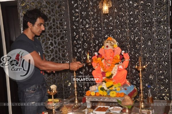 Sonu Sood offering his prayers to Lord Ganesha
