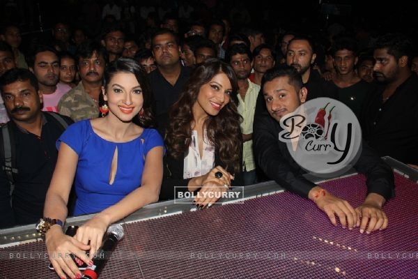 Bipasha Basu poses with Honey Singh and Gauahar Khan on India's Raw Star