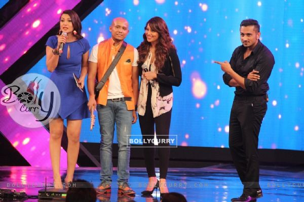 Bipasha Basu promotes Creature 3D on India's Raw Star