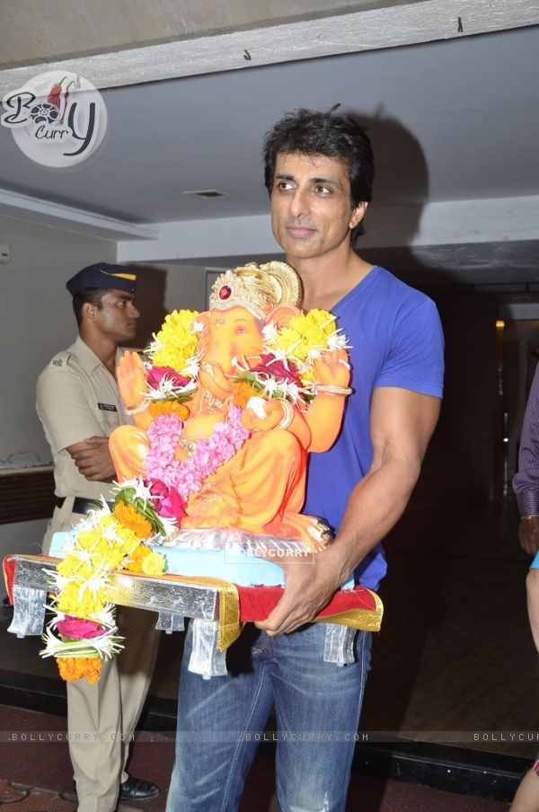 Sonu Sood takes the idol of Lord Ganpati for Visarjan