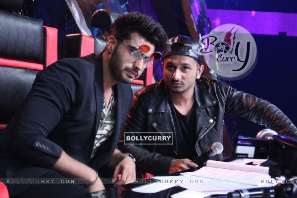 Arjun Kapoor poses with Yo Yo Honey Singh at the Promotions of Finding Fanny on India's Raw Star