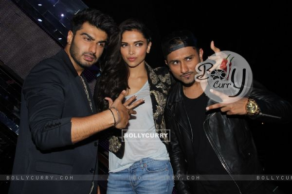 Arjun Kapoor and Deepika Padukone Promote Finding Fanny on India's Raw Star