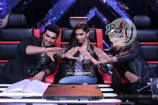 Promotions of Finding Fanny on India's Raw Star