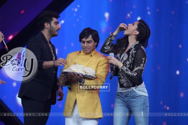 Arjun Kapoor and Deepika Padukone have a treat at the Promotions of Finding Fanny