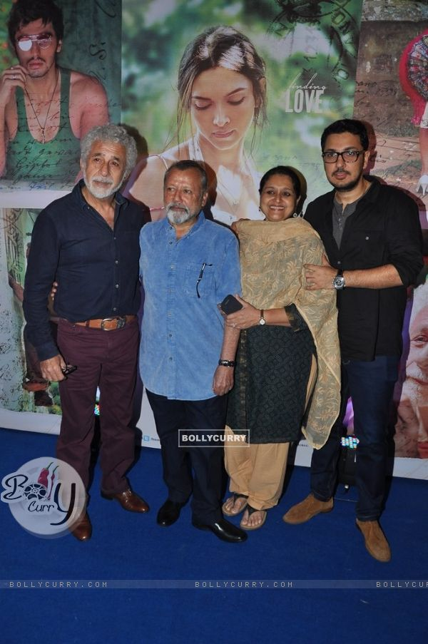 Celebs pose for the media at the Success Bash of Finding Fanny (337281)