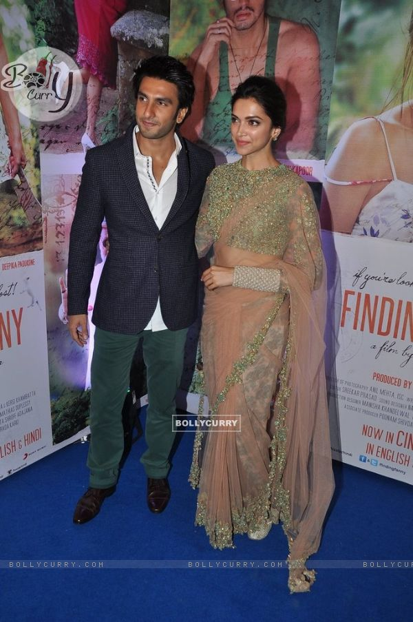 Ranveer Singh and Deepika Padukone pose for the media at the Success Bash of Finding Fanny (337285)