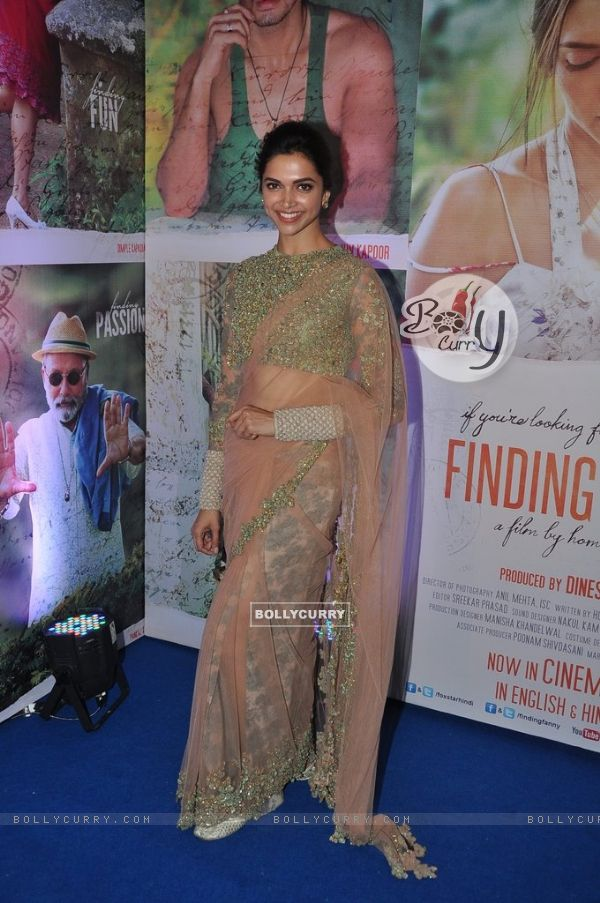 Deepika Padukone poses for the media at the Success Bash of Finding Fanny (337286)