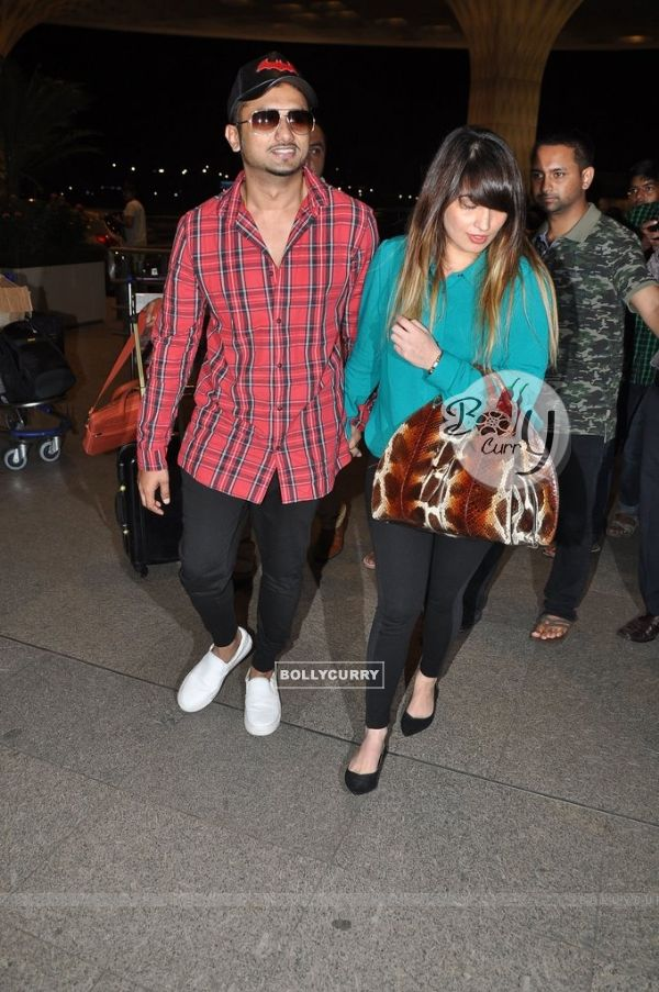 Honey Singh snapped with wife Shalini at the Airport
