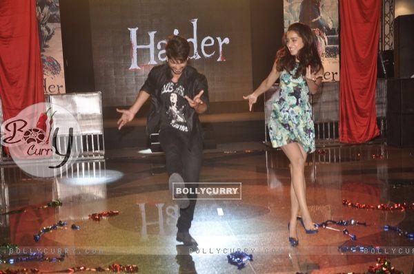 Shahid Kapoor and Shraddha Kapoor perform at Haider Song Launch