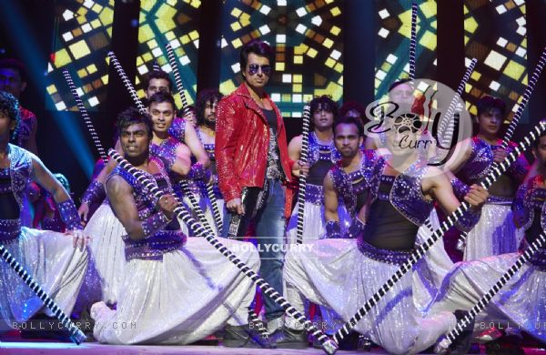 Sonu Sood performs at Slam The Tour