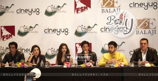 Shah Rukh Khan addressing the media at Houston Press Conference