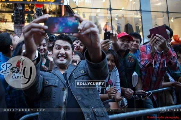 Marzi takes a selfie with his fans at Shiamak's Launch of Dance Academy in USA!
