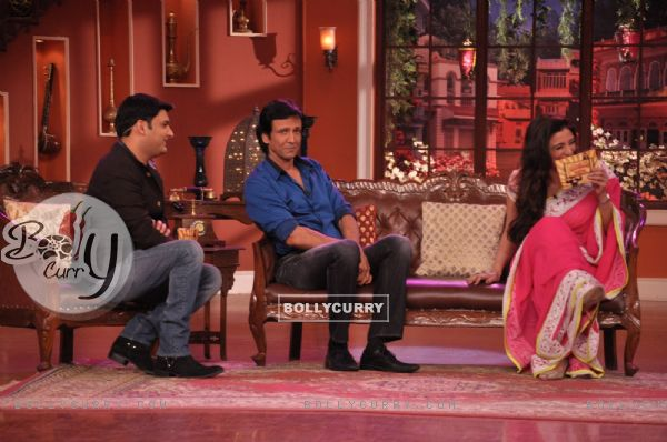 Tabu shares a moment of laughter on Comedy Nights With Kapil