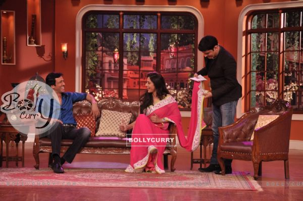Tabu and Kay Kay Menon share a moment of laughter on Comedy Nights With Kapil