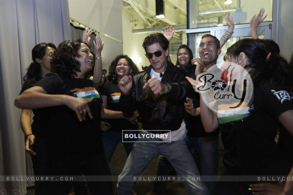 Shah Rukh Khan shakes a leg with fans at the Google Headquarters