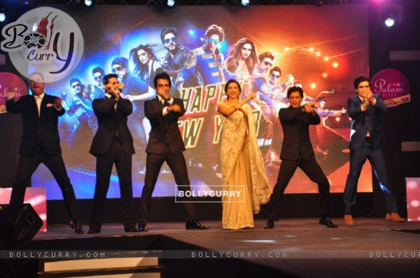 The entire cast dances at the Palam Silks, Happy New Year Event
