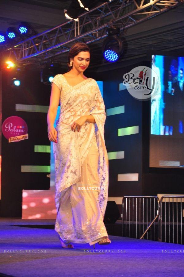 Deepika Padukone walks the ramp at the Palam Silks, Happy New Year Event