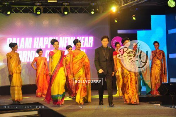 Shah Rukh Khan walks the ramp at the Palam Silks, Happy New Year Event