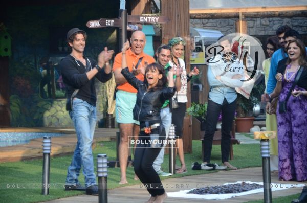 Soni Singh performs a task at Bigg Boss 8