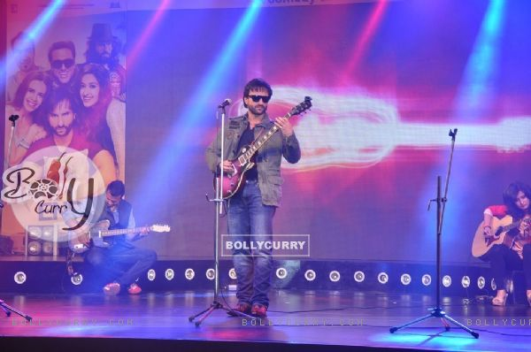 Saif Ali Khan performs at the Music Launch of Happy Ending (342641)