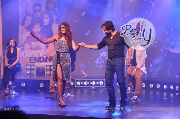 Saif Ali Khan and Ileana D'cruz perform at the Music Launch of Happy Ending (342643)