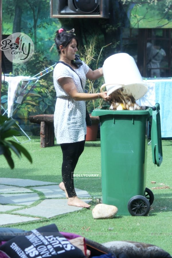 Minissha Lamba during a task at Bigg Boss 8